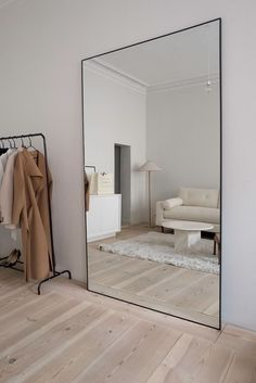 Small Home Interior home mirror.Small Home Interior home mirror Living Room Decor Arrangement, Minimalist Mirrors, Minimalist Bedroom, Minimalist Decor, Modern Minimalist Living Room, Minimalist Closet, Minimalist Furniture, Interior Design Minimalist, Interior Modern