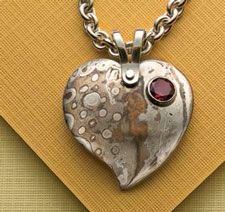 Learn how to make a pendant that is sure to dazzle. free project