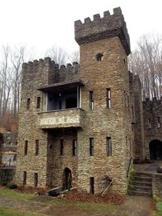 A List of American castles. Every famous castle from United States has been included, with photos. This USA castles list… – architecture Abandoned Castles, Abandoned Mansions, Abandoned Houses, Abandoned Places, Loveland Castle, Loveland Ohio, Beautiful Castles, Beautiful Places, Castle House Plans