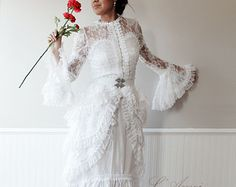 Vintage Victorian Style White Lace Wedding Bridal Dress Chic Fashion - Free Shipping to USA and Canada