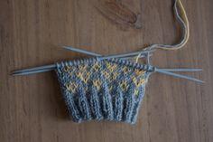 Lankadominanssi oikein Crochet Bikini, Knit Crochet, Clothes Hanger, Socks, Knitting, Crafts, Diy, Monet, Crocheting