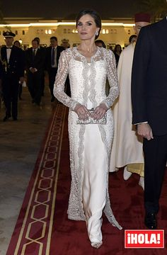 KIng Felipe and Queen Letizia of Spain attended a Gala Dinner at Rabat Palace in Morocco hosted by Moroccan King Mohamed Vi during their official visit Royal Dresses, Mob Dresses, Wedding Dresses, Lace Wedding, Princess Letizia, Queen Letizia, Elegant Dresses, Beautiful Dresses, Vestidos Carolina Herrera