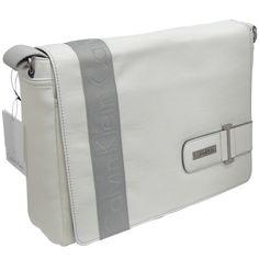 Túi xách cao cấp Calvin Klein Aaron Messenger Bag  2.011.400 VNĐ  xem chi tiết : http://www.e24h.vn/buy/tui-xach-cao-cap-calvin-klein-aaron-messenger-bag.html