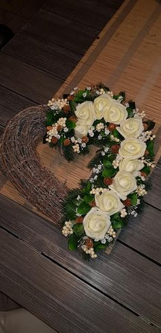 Funeral Flower Arrangements, Funeral Flowers, Floral Arrangements, Grave Decorations, Christmas Decorations, Art Floral, Ikebana, Flower Power, Diy And Crafts