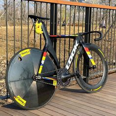 Track Bicycle, Track Cycling, Fixed Gear Bicycle, Bicycle Parts, Cycling Bikes, Warrior Quotes, Bicycle Components, Cool Bicycles, Cycling Outfit