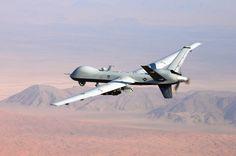 """Drohnen: Hightech mit zweifelhaftem Ruf: MQ-9 """"Reaper"""" über Afghanistan: 2008, kurz nach der Amtsübernahme von Präsident Barack Obama, weitete die US-Regierung den Krieg mit Drohnen massiv aus. Inzwischen ist die Zahl der Einsätze wieder deutlich zurückgegangen"""