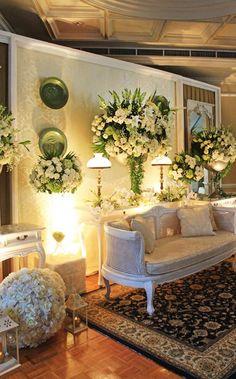 Javanese Wedding Simplicity # mawarprada # decoration # wedding # wedding # simplicity # elegant # decoration # granmahakam # jakarta more info: 015 0406 E . Wedding Stage Backdrop, Wedding Stage Decorations, Backdrop Decorations, Backdrops, Floral Decorations, Marriage Decoration, Engagement Decorations, Backdrop Ideas, Javanese Wedding