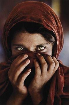 Steve McCurry's photo, Afghan Girl