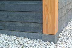 Betonpoer Deluxe | 15x15cm voor paal 14-15 cm | NuBuiten Wooden Cladding Exterior, House Cladding, Wood Facade, Carport Garage, Fabric Canopy, Wood Shed, She Sheds, House Paint Exterior, Garden Buildings