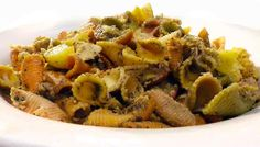 Recipe: Insalata di Pasta con Pesto, with tuna and heirloom tomatoes #pesto #pasta #pastarecipes #pestorecipes #italianfood #italianrecipes #heirloomtomato
