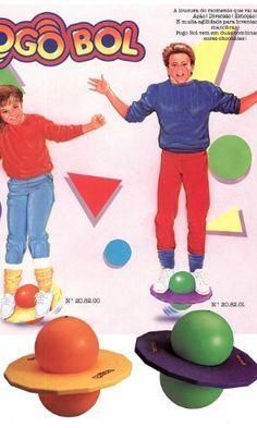 Equilibrar-se em um Pogobol era a mania das crianças no fim da década de 80. O brinquedo foi lançado pela Estrela em 1988