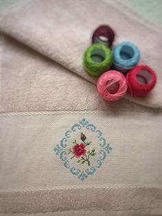 Etamin işlemeli havlu. Sipariş alınır Cross Stitch Borders, Pattern, Cross Stitch, Stuff Stuff, Towels, Patterns, Model, Swatch