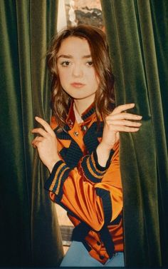 Maisie Williams on finding her style, growing up in the spotlight. and the final series of Game of Thrones Celebrity Crush, Celebrity Photos, Celebrity Style, Maisie Williams, American Horror Story Movie, Jessica Alba Dress, X Files, Best Young Actors, People