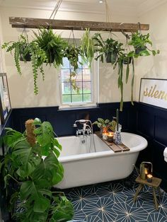 Enjoy the best bathing time in a beautiful, fresh environment! With such a magnificent decoration of the area. This bohemian bathroom decor is al. Better Homes And Gardens, Sophie Robinson, Bohemian Bathroom, Industrial Bathroom, Industrial Chic, Bathroom Goals, Bathroom Ideas, Cozy Bathroom, Jungle Bathroom