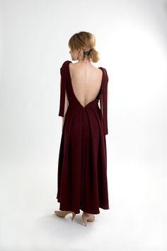 Dark red linen backless dress. Dark Red Dresses, Burgundy Dress, Fall Winter 2015, Backless, Women Wear, How To Wear, Collection, Fashion, Moda