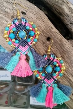 [ Tuto DIY ] Réalisez de jolies boucles d'oreilles au style bohème en micro-macramé grâce à @S-craft ! >>> https://www.perlesandco.com/Boucles_d_oreilles_bohemes_micro_macrame_et_pompons-s-2614-6.html. Pour vous faire plaisir ou à offrir à votre maman !