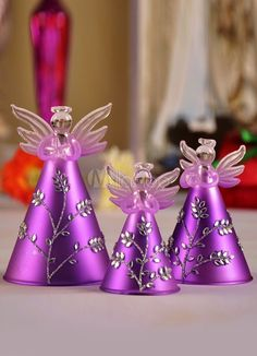 Purple Christmas Decoration ideas, which is Edgy- Chic and One of a kind. Check out the best Purple Christmas decor, Christmas ornaments, wreath ideas here. Purple Christmas Decorations, Christmas Colors, All Things Christmas, Purple Love, All Things Purple, Shades Of Purple, Purple Stuff, Purple Swag, Pink