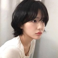 Edgy Short Haircuts, Cool Haircuts, Short Hairstyles For Women, Hairstyles With Bangs, Pretty Hairstyles, Short Hair Cuts, Girl Hairstyles, Short Hair Styles, Cute Makeup