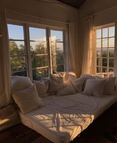 We stay here. All day looooong. Room Ideas Bedroom, Bedroom Decor, Dream Home Design, House Design, Aesthetic Room Decor, Cozy Room, Dream Rooms, My New Room, House Rooms
