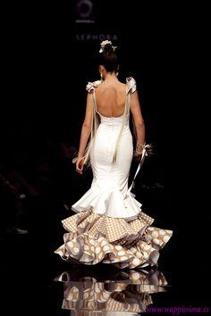 Wappíssima - Simof 2011 - Cristo Báñez - Colección: Mía Flamenco Dancers, Flamenco Dresses, Necklines For Dresses, Mermaid Gown, Bridal Boutique, Dance Wear, Classy, Culture, Gowns