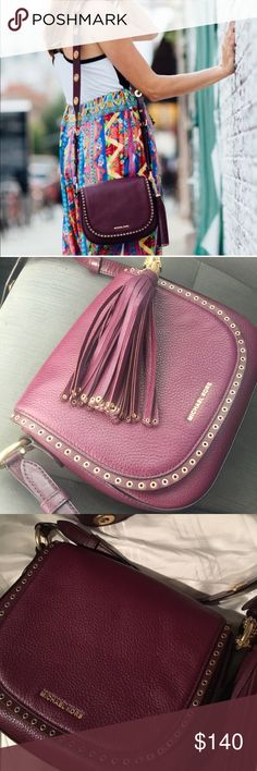 Michael kors grummet side bag like new condition Michael Lora grummet side bag used in like new condition super nice bag just have too many cleaning my closet⭐️ please no trades ⭐️ KORS Michael Kors Bags Crossbody Bags