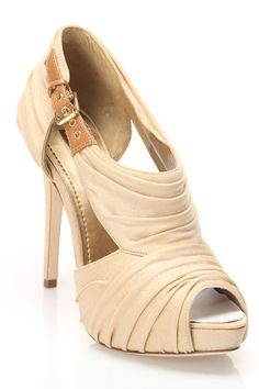 Mundy High Heeled Evening Shoe In Champagne