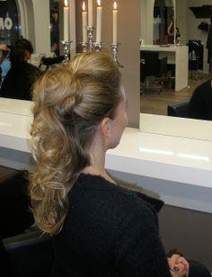 Pikakampaus illan bileisiin Hair Styles, Beauty, Hair Plait Styles, Hair Makeup, Hairdos, Haircut Styles, Hair Cuts, Hairstyles, Beauty Illustration