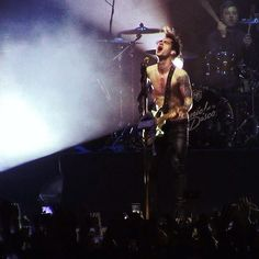 brendon urie, naked, panic at the disco, live, concert