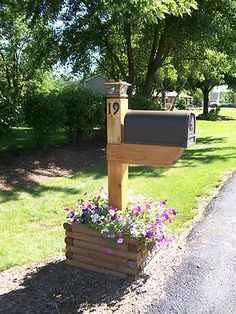 Custom Made Wooden Mailbox post planter Mailbox Landscaping, Outdoor Gardens, Outdoor Decor, Mailbox Flowers, Backyard Projects, Landscape Design, Planters, Backyard, Landscaping Around House