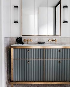 Weekend Eye Candy See all our stylish art deco bathrooms design ideas. Art Deco inspired black and white design. Art Deco Bathroom, Modern Bathroom, Small Bathroom, Bathroom Ideas, Bathroom Remodeling, Gold Bathroom, Bathroom Designs, Master Bathroom, Rental Bathroom