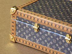 Kit suitcase design. by Mundomini on Etsy