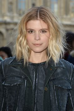 15 Captivating Celebrities with Short Blonde Hair: Kate Mara's Short Blonde Wavy Hair Medium Shaggy Hairstyles, Shag Hairstyles, Spring Hairstyles, Celebrity Hairstyles, Short Haircuts, Male Hairstyles, Medium Haircuts, Ombre Hair, Wavy Hair