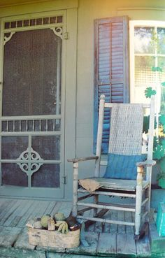Old Front Porch a Sittin'…old wood rocker…gingerbread screen door…chippy s… – farmhouse front door with screen Front Door With Screen, Old Screen Doors, Old Doors, Front Doors, Farmhouse Front, Farmhouse Style, Decks And Porches, Front Porches, House With Porch