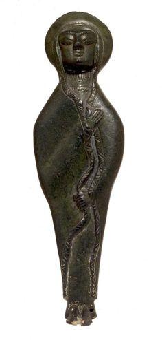 Exvoto Mujer con manto. Museo Arqueológico Nacional. Cultura ibera
