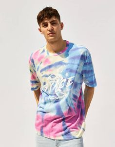 T-shirt Tie dye - New - Bershka Portugal Hang Ten, Tie Dye Shirts, Dye T Shirt, Moda Tie Dye, Tie Dye Fashion, Men's Fashion, How To Tie Dye, Tie Dye Outfits, Tie Dye Designs
