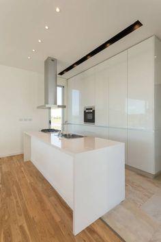 Cozinha: Cozinha de estilo minimalista VISMARACORSI ARQUITETOS