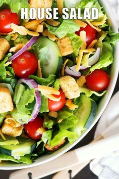 Easily make your favorite restaurant's House Salad at home! Quick and easy answers for what goes in a House Salad and dressings you can serve with it. Potluck Recipes, Side Dish Recipes, Salad Recipes, Main Dish For Potluck, Barbecue Side Dishes, House Salad, Dinner Salads, Food For A Crowd, Classic House