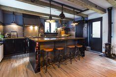 #verschoordesign #mkbfotografie #interiordesign #industrial #interior #interiorphotography #kitchen #homesweethome Chen, Interiordesign, Photography Business, Industrial, Bar, Table, Furniture, Home Decor, Decoration Home