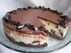 OREO Cheesecake without baking and without gelatin - Preparation: THE BASE OF THE CAKE: In a freezer bag, crush the oreo cookies using a pastry roller, - Cheescake Oreo, Cheesecake Mousse Recipe, Chocolate Mousse Cheesecake, Turtle Cheesecake Recipes, Cheesecake Cupcakes, Oreo Cake, Oreo Cookies, Oreo Recipe, Oreos