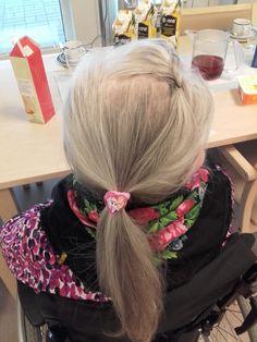 Laitetaan se hieno koriste hiuksiin