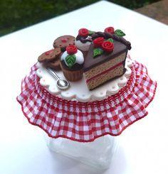 Glass jar decorated with chocolate cake, cupcake and cookies in polymer clay handmade - Barattolo in vetro decorato con torta al cioccolato cupcake e biscotti in fimo fatto a mano