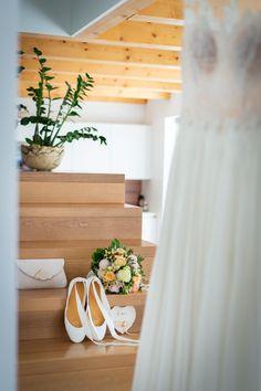 Brautkleid | bridal dress I Fotograf © Hannelore Kirchner | Hochzeitsfotograf | Salzburg Austria | weddingphotographer | Brautkleid | white | weiss | Brautschleier | vintage | white dress | weißes Brautkleid | Brautschuhe | Schuhe | Brautstrauß | bridal flowers | Brauttasche | Ringkissen | Ringteller | wedding photographer | Hochzeitsfotos | weddingphotography | bride | Braut | der große Tag | Hochzeit Salzburg Austria, Vintage, Bridal Veils, Bridle Dress, Vintage Comics