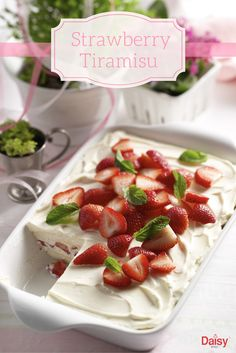 Looking for a special dessert recipe? Wow your guests with a decadent strawberry tiramisu! This sweet twist on an Italian classic is sure to impress. Mothers Day Desserts, Summer Desserts, Mothers Day Meals, Mothers Day Dinner, Chocolate Pudding, Strawberry Recipes, Strawberry Tiramisu, Delicious Desserts, Easy Desserts