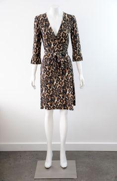NWT  Diane Von Fustenberg  Women s Silk 3/4 Sleeve Wrap Dress {Size 8 / AUS 12}