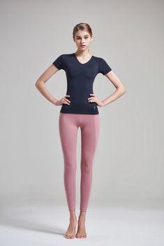 leggings in 2019 Junior Fashion, Sport Fashion, Fitness Fashion, Girl Fashion, Womens Fashion, Fitness Wear, Fashion Model Poses, Fashion Models, Fashion Trends