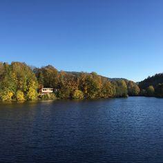 Vydejte se na nejkrásnější česká přírodní koupaliště a vyhněte se chemické vodě a přeplněným aquaparkům. Tady je 50 nejlepších přírodních koupališť v ČR... Travelling, River, Places, Outdoor, Instagram, Outdoors, Outdoor Games, The Great Outdoors, Rivers