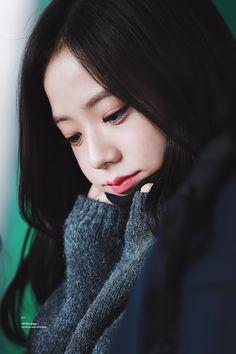 Jisoo Blackpink So cute😍😍 Blackpink Jisoo, Kpop Girl Groups, Korean Girl Groups, Kpop Girls, Kim Jennie, Yg Entertainment, Black Pink Kpop, Blackpink And Bts, Diy Tv