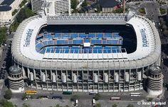 Stadium of Real Madrid in Spain. Soccer Stadium, Stadium Tour, Football Stadiums, Football Fever, Best Football Team, Fifa Memes, How To Take Portraits, Ef Tours, Real Madrid Soccer
