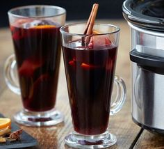 The gentle, even heat from a slow cooker means the mulled wine doesn't boil and the flavours stay fresh, leave it to heat while you eat, drink and be merry! Slow Cooker Ribs Recipe, Slow Cooker Recipes, Crockpot, Wine Logo, Wine Bucket, Wine Deals, Cheap Wine, Bbc Good Food Recipes, Mulled Wine