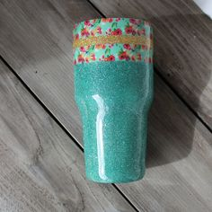 Washi tape and glitter tumbler Diy Tumblers, Custom Tumblers, Glitter Tumblers, Table Design, Cup Design, Glitter Cups, Gold Glitter, Gold Nails, Thermos